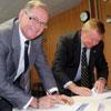 Signing_White_Ribbon_pledge